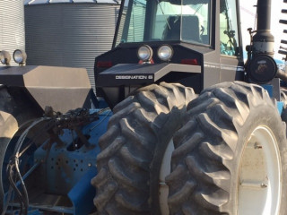 1990 Ford New Holland 946 Tractor