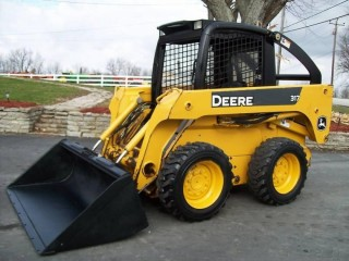 $5200 2007 John Deere 317 Skid Steer w/Loader & Bale Spear